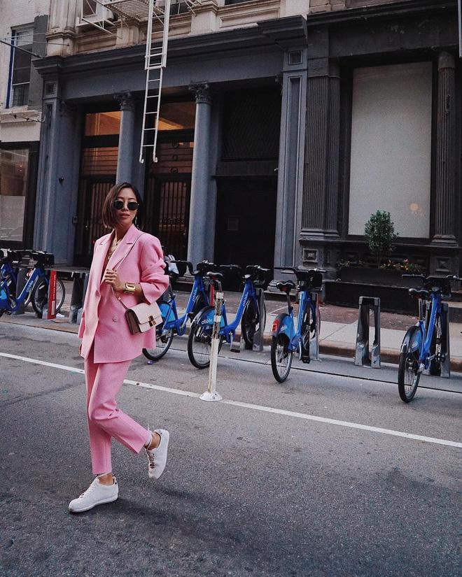 Người mặc suit cá tính, người diện đồ cả cây là những điểm sáng nhất của street style châu Á tuần qua - Ảnh 14.