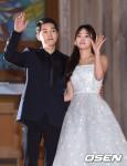 Song Joong Ki và Song Hye Kyo khiến dân tình bấn loạn trước bức ảnh cưới của 2 sao Hàn
