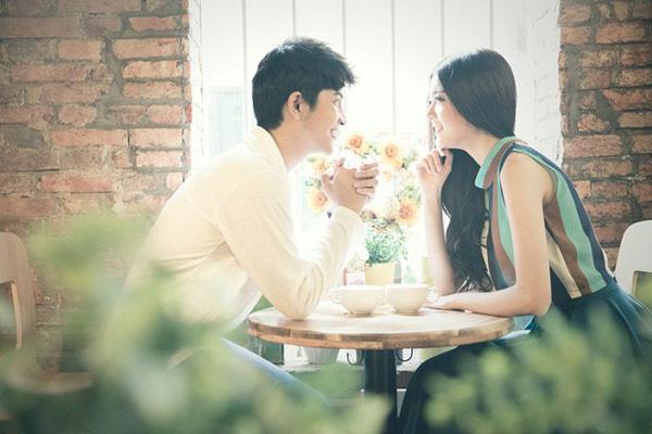 Giằng xé tình cảm với người yêu cũ dù đang sống êm ấm với chồng