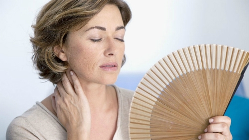 7 bí quyết ngăn cơn bốc hỏa tuổi mãn kinh