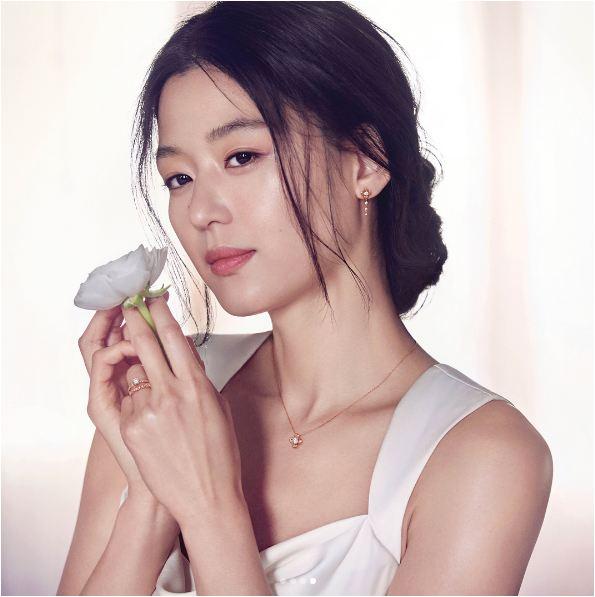 """ngoi sao 24/7: """"tien ca"""" jeon ji hyun vac bung bau vuot mat di gap go ban be - 3"""