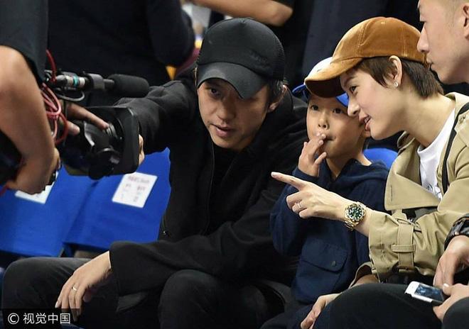 """ngoi sao 24/7: """"tien ca"""" jeon ji hyun vac bung bau vuot mat di gap go ban be - 4"""