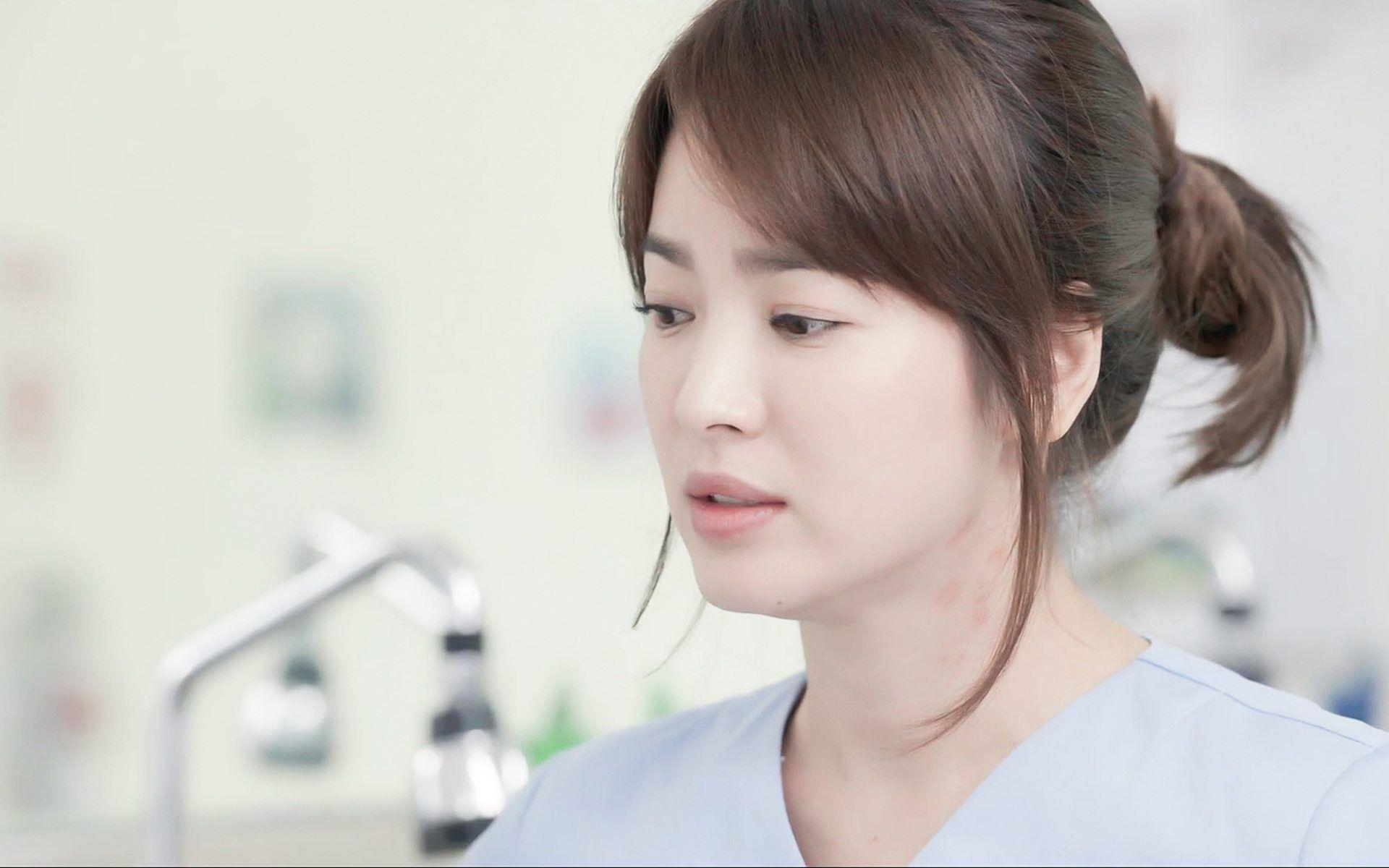 dan mang xon xao khi chi dau song joong ki lai giong song hye kyo den kho tin - 4