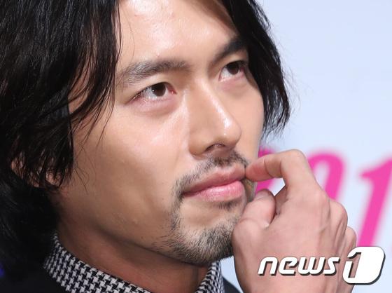 dan mang xon xao khi chi dau song joong ki lai giong song hye kyo den kho tin - 7