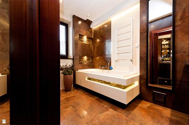 Căn phòng tắm của gia đình trông vừa hiện đại vừa sang trọng nhờ sự có mặt của hệ thống led âm.