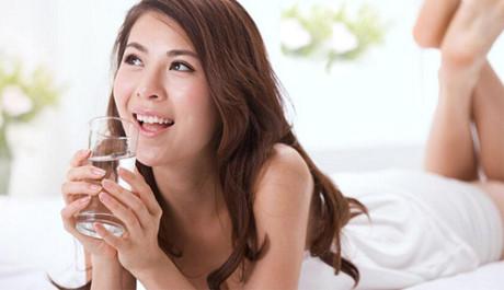 Da mịn, dáng thon sau 1 tháng chỉ bằng cách uống nước lọc như người Nhật