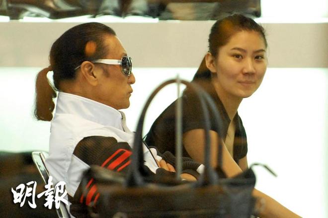 "ngoi sao 24/7: anh trai ban hang via he, lam chi dinh: ""vi la anh toi nen khong duoc ban?"" - 5"