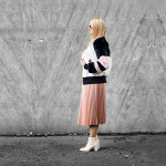 Chân váy dập ly ánh kim giúp bạn sáng bừng trên phố