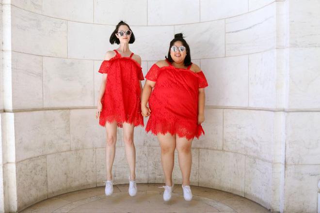 2 cô nàng béo và gầy này sẽ cùng mặc thử 1 mẫu trang phục để xem liệu ai sẽ mặc đẹp hơn - Ảnh 4.