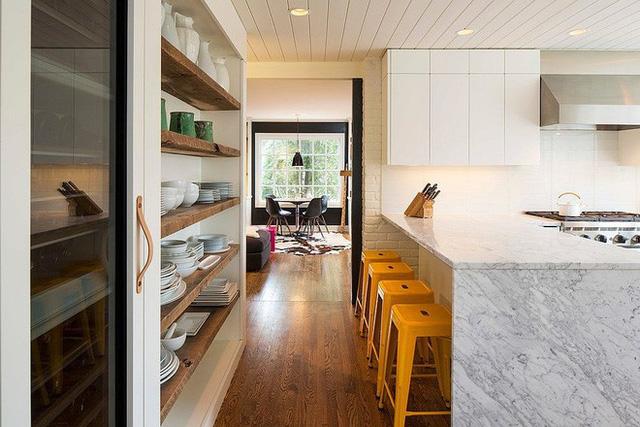 Bằng những cách đơn giản như tạo kệ thế này, thì bạn đã giúp phòng bếp của mình gọn gàng và hút mắt hơn rồi.