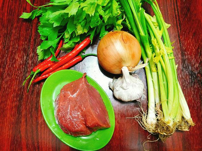 5 bước cho thịt bò xào cần tỏi mềm, ngon, thơm - 2