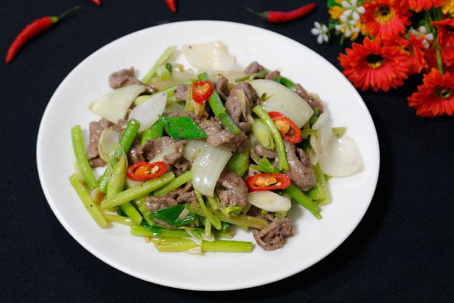 5 bước cho thịt bò xào cần tỏi mềm, ngon, thơm - 8