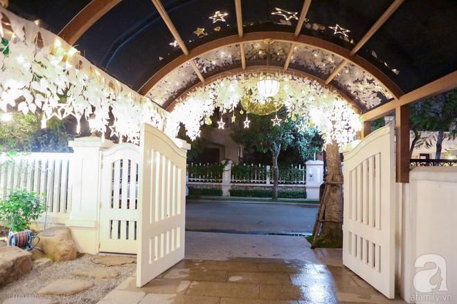Ngắm ngôi biệt thự lung linh màu sắc Giáng sinh ở Long Biên, Hà Nội - Ảnh 4.