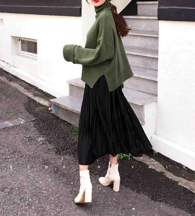 Áo len + chân váy: kết hợp thế nào để vừa ấm áp vừa gợi cảm, nữ tính trong đông này - Ảnh 2.