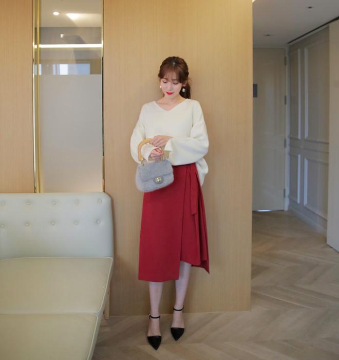 Áo len + chân váy: kết hợp thế nào để vừa ấm áp vừa gợi cảm, nữ tính trong đông này - Ảnh 3.