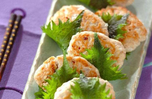 Cách làm chả cá ngừ giòn thơm đưa cơm ngày mưa lạnh