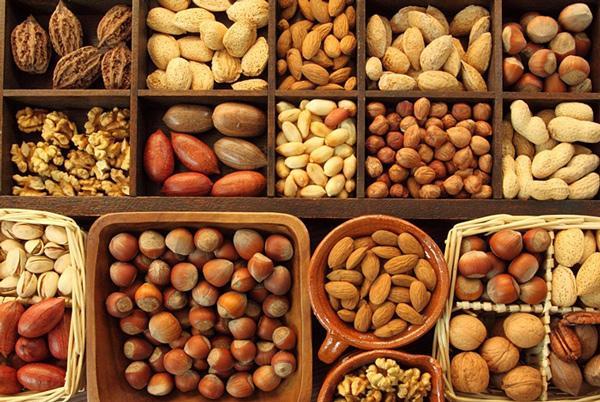 Không chỉ mỗi óc chó, khi mang thai mẹ còn nên ăn những loại hạt và quả này
