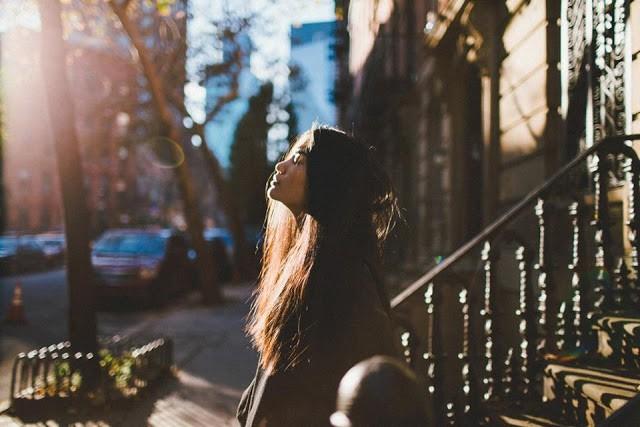 Các cô gái nên hiểu rằng có những điều mình cần trân trọng, giữ gìn và không nhất thiết phải thay đổi nếu chỉ vì người yêu muốn thế.(Ảnh minh họa)