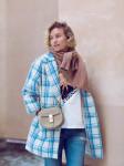 Vừa ấm áp lại vừa trendy với trào lưu biến áo len thành khăn quàng