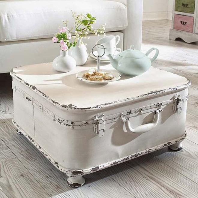 Không ngờ những chiếc vali cũ lại có thể giúp cho phòng khách đẹp đến như vậy - Ảnh 2.