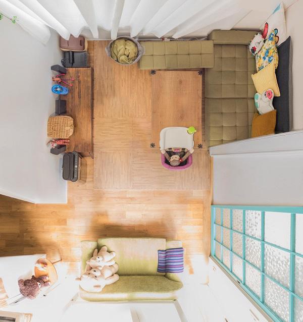 Phòng khách vẫn đầy đủ tiện nghi và không gian sống vẫn ngọt ngào như trước đây.