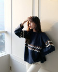 Nếu sợ áo len trơn màu nhàm chán, đã có loạt áo len họa tiết cứu giúp bạn đây