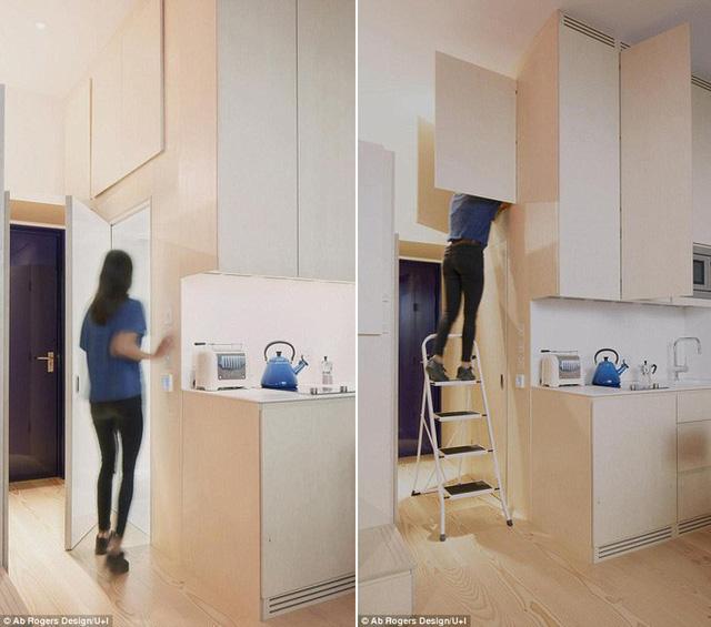 Tủ bếp kiêm phòng tắm tích hợp thành một khối. Những kệ tủ cao giúp nhà nhỏ đảm bảo được nơi lưu trữ đồ.