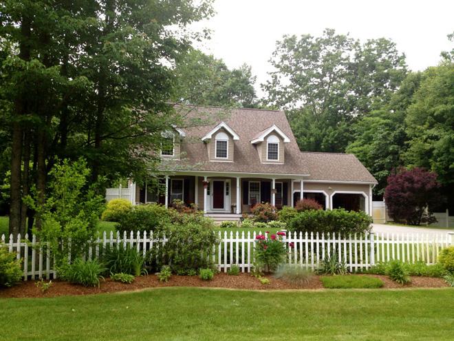 Hàng rào trắng lãng mạn tô điểm cho những ngôi nhà vườn đẹp nên thơ - Ảnh 11.