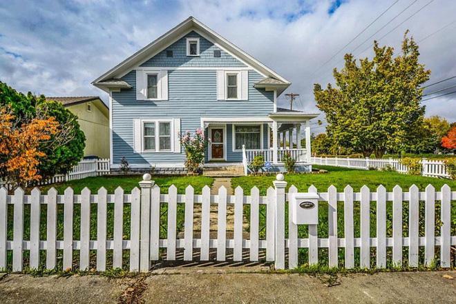 Hàng rào trắng lãng mạn tô điểm cho những ngôi nhà vườn đẹp nên thơ - Ảnh 12.