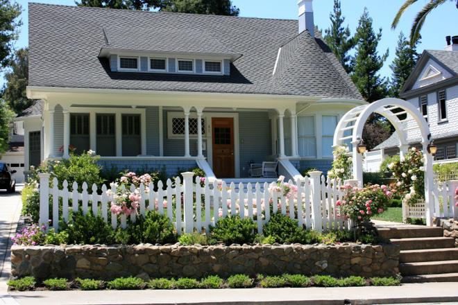 Hàng rào trắng lãng mạn tô điểm cho những ngôi nhà vườn đẹp nên thơ - Ảnh 13.