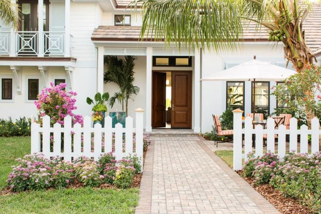 Hàng rào trắng lãng mạn tô điểm cho những ngôi nhà vườn đẹp nên thơ - Ảnh 15.