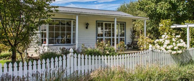Hàng rào trắng lãng mạn tô điểm cho những ngôi nhà vườn đẹp nên thơ - Ảnh 16.