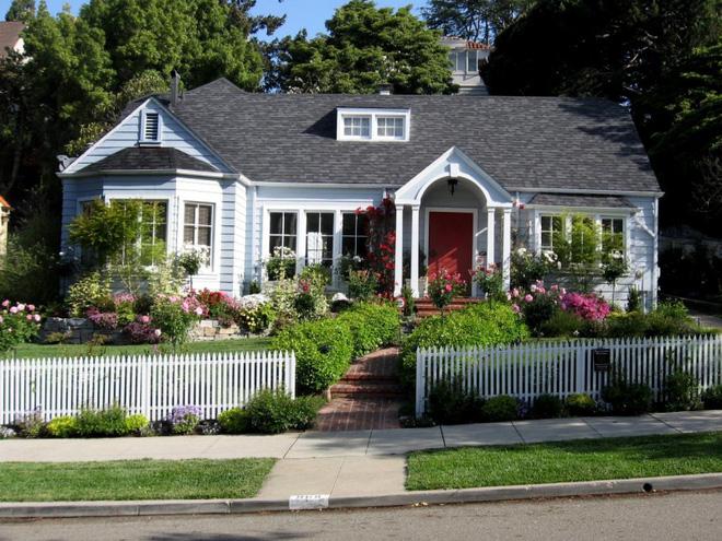 Hàng rào trắng lãng mạn tô điểm cho những ngôi nhà vườn đẹp nên thơ - Ảnh 19.