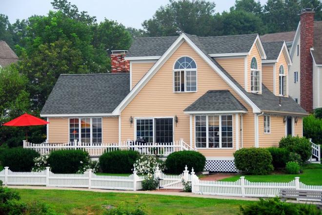 Hàng rào trắng lãng mạn tô điểm cho những ngôi nhà vườn đẹp nên thơ - Ảnh 22.