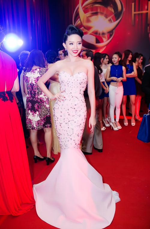 Mãn nhãn với 10 thiết kế váy đuôi cá đẹp của mỹ nhân Việt