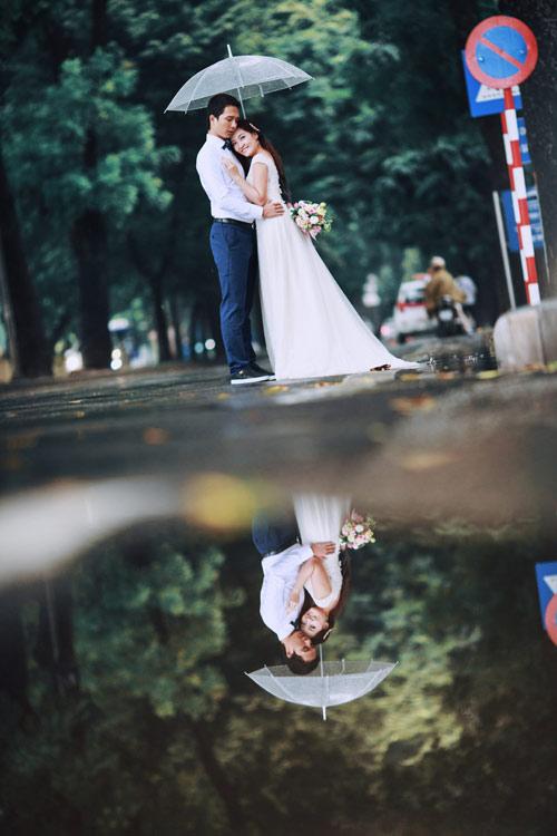 Ảnh cưới đẹp ngỡ ngàng dưới trời mưa lũ Hà Nội - 1