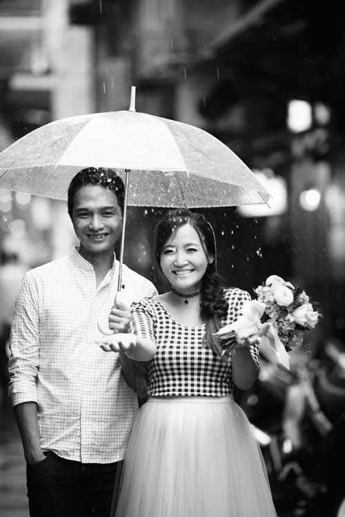 Ảnh cưới đẹp ngỡ ngàng dưới trời mưa lũ Hà Nội - 11