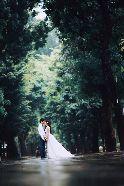 Ảnh cưới đẹp ngỡ ngàng dưới trời mưa lũ Hà Nội - 2