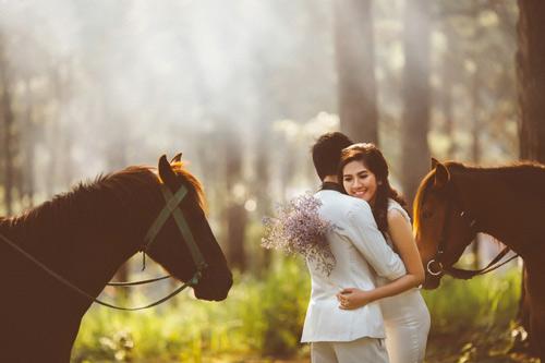 Ảnh cưới của chú rể 8 năm mới