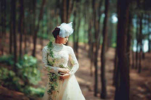 Cặp đôi liều mình thực hiện bộ ảnh cưới siêu thực cực khó - 10
