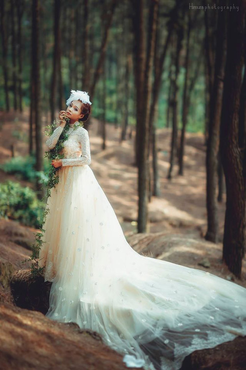 Cặp đôi liều mình thực hiện bộ ảnh cưới siêu thực cực khó - 11