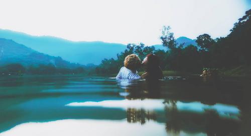 Cặp đôi liều mình thực hiện bộ ảnh cưới siêu thực cực khó - 15