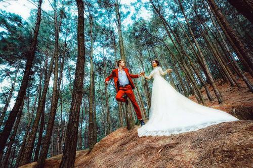 Cặp đôi liều mình thực hiện bộ ảnh cưới siêu thực cực khó - 17