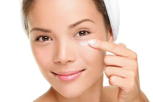 Nên và không nên khi sử dụng kem dưỡng mắt
