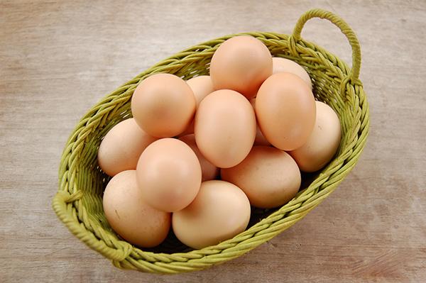 4 cách chăm sóc tóc hư tổn mùa đông chỉ với trứng gà