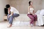 Đêm tân hôn mỗi người nằm một góc giường vì chồng gay, vợ les