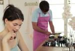 """Đi mua đồ ăn sáng cho vợ mà chồng tôi rẽ """"nhầm"""" vào nhà cô hàng xóm"""