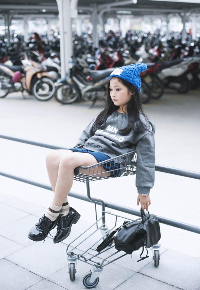 Top 10 mẫu nhí Thế giới xuống phố đẹp chẳng kém Minh Hằng - 2