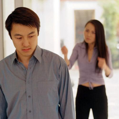 Không dám mắng vợ vì sợ… hàng xóm - 1