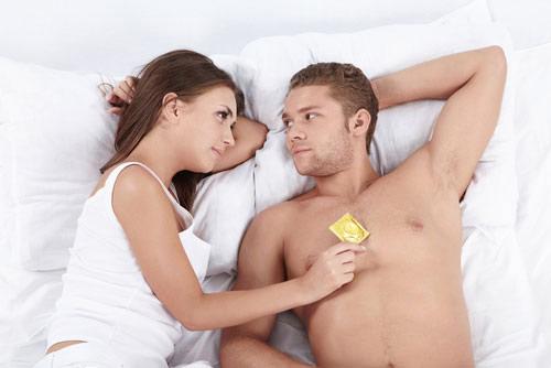 Lợi ích bất ngờ khi vợ chồng 'yêu' bằng bao cao su - Ảnh 2